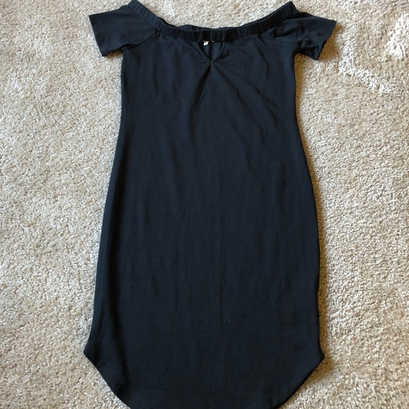 Off-the-shoulder body-con dress